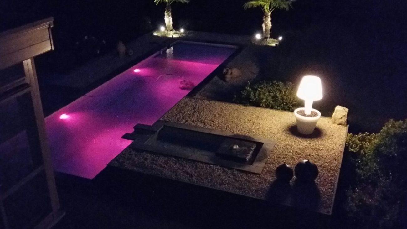 zwembad, verlichting, zwembadverlichting, kleuren, keuze, zelf kiezen, rood, inbouw, uniek, helder water, limburg, antwerpen, belgie, ollevier en co